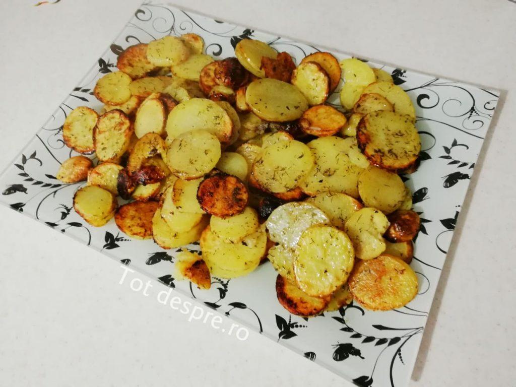 cartofi noi cu usturoi la cuptor
