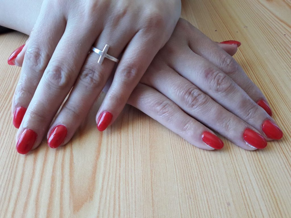 Materiale necesare pentru a aplica unghii