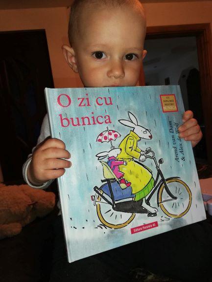 carte pentru copii o zzi cu bunica
