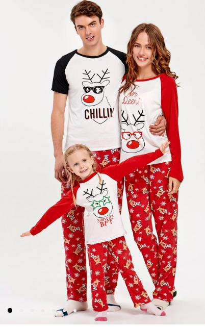 pijamale de craciun cu reni amuzante