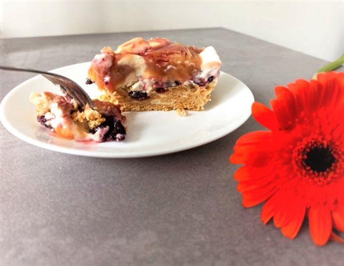 cheesecake cu brânză de vaci și caramel, cheesecake cu brânză de vaci, cheesecake cu caramel,cheesecake cu fructe,
